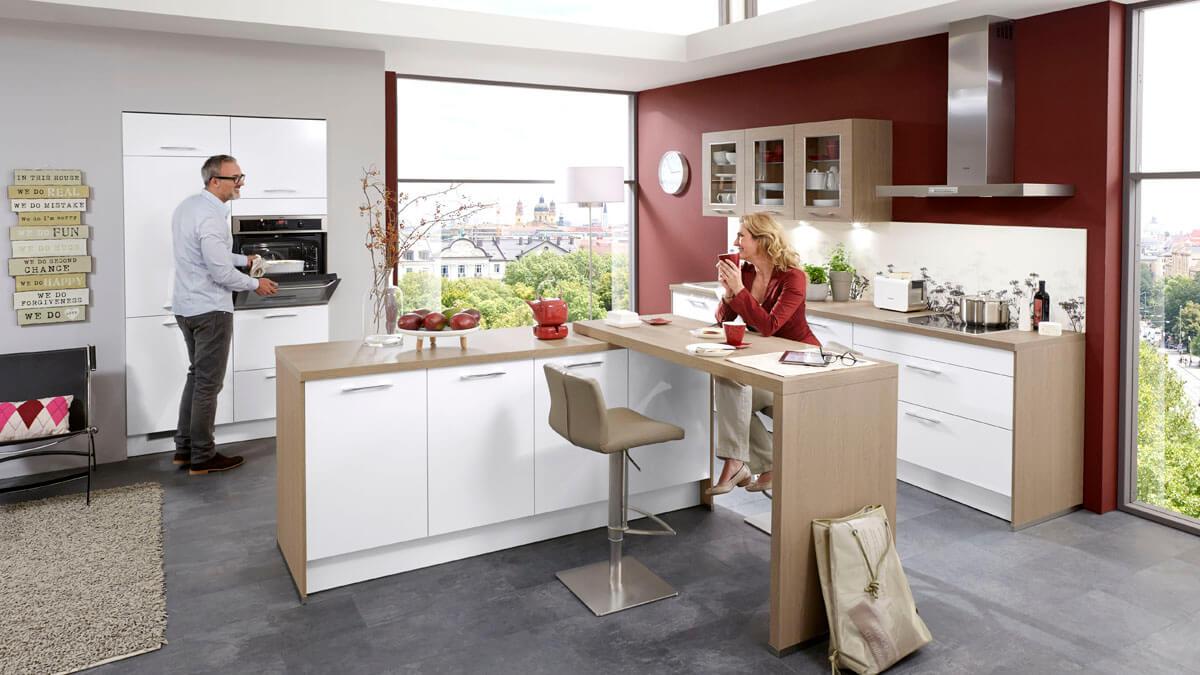 mit optimal genutzten ecken und vielen akzentfarben. Black Bedroom Furniture Sets. Home Design Ideas