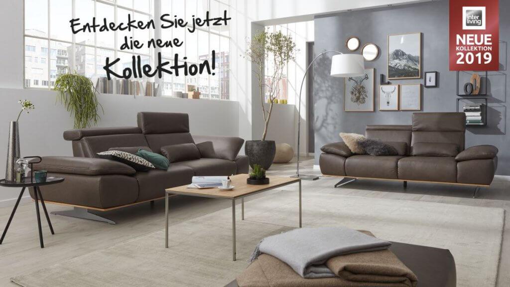Interliving Sofa Serie 4350 elegant durch Eicheholzrahmen unterhalb der Polsterung mit Kopfstützenverstellung und Armlehnen- Verstellung komfortabel und modern zugleich